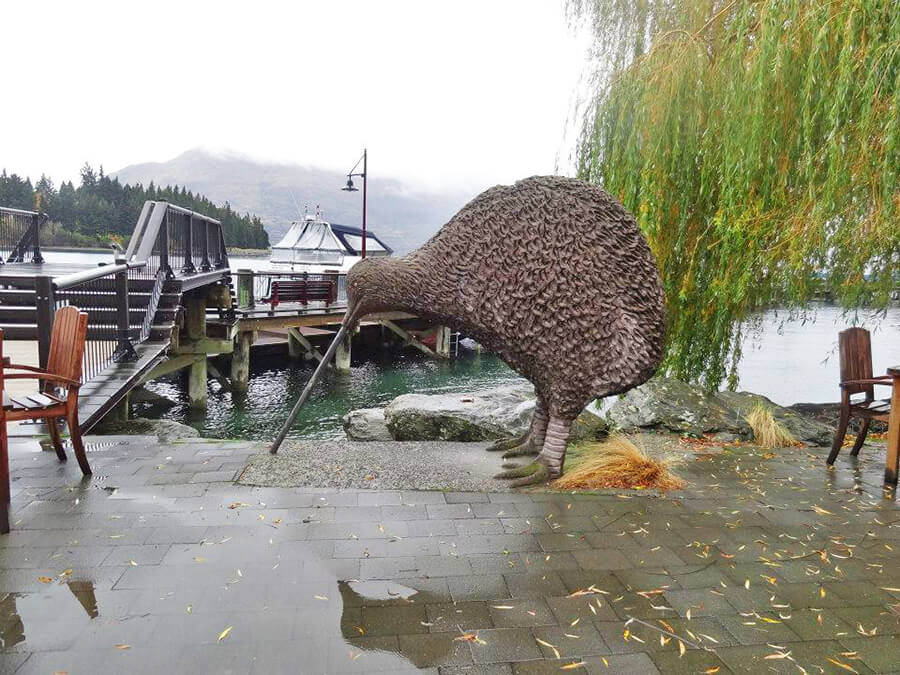 Impressive Moa Kiwi bird statue in Queenstown Lake